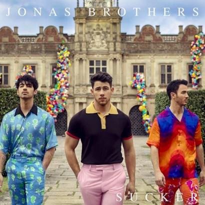 【イタすぎるセレブ達】ジョナス・ブラザーズが復活、新曲MVには妻らも登場