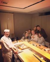 【エンタがビタミン♪】志村けん、久々にインスタ更新 寿司屋で美女に囲まれご機嫌も「大悟がいない!」の声