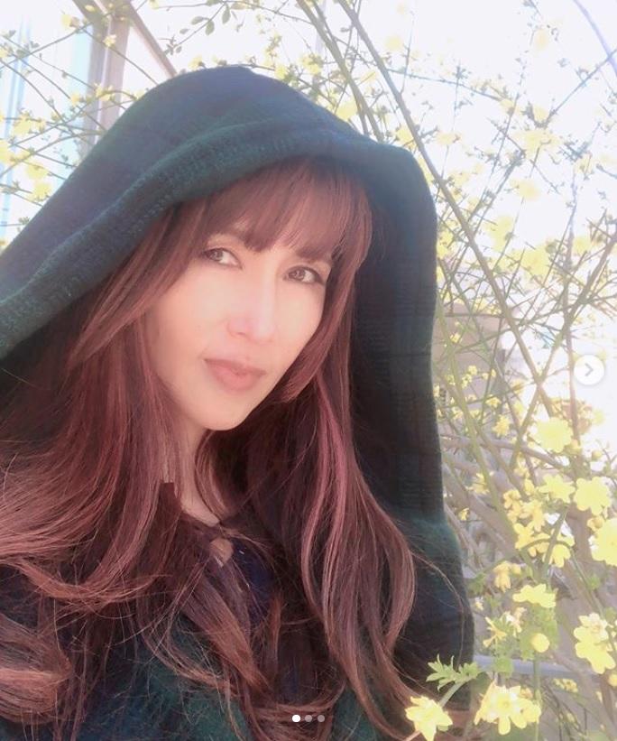 「元気いっぱいな月曜日をお迎え下さいね」と工藤静香(画像は『Kudo_shizuka 2019年3月24日付Instagram「東京は今週からお花見 ですね!」』のスクリーンショット)