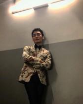【エンタがビタミン♪】草なぎ剛『まく子』舞台挨拶オフショットにファン「この衣装が着こなせるとは…」
