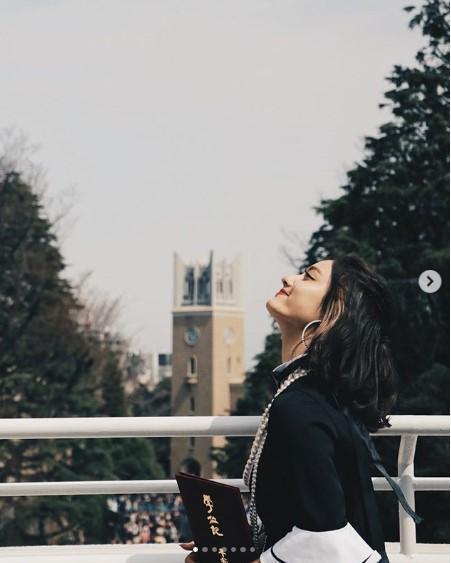 「次のステップへと進んでいきます」と谷まりあ(画像は『谷まりあ Maria.T 2019年3月25日付Instagram「長かったようで短かった4年間。」(photo by @shunsuke_easily)』のスクリーンショット)