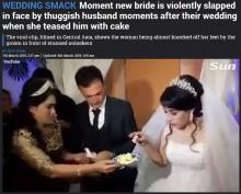 ウエディングケーキを前に茶目っ気を見せた花嫁、花婿から平手打ち<動画あり>
