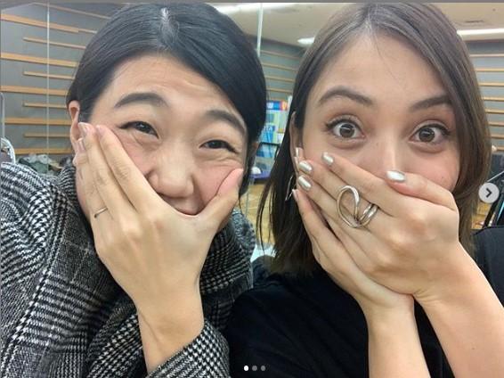 「ますますカレンちゃんを知りたくなるばかり…」と横澤夏子(画像は『横澤夏子 2019年3月27日付Instagram「#カレンちゃんの舞台が終わりました」』のスクリーンショット)