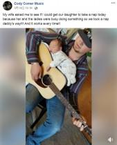 【海外発!Breaking News】パパが奏でるギターの上でスヤスヤ眠る赤ちゃん(米)<動画あり>