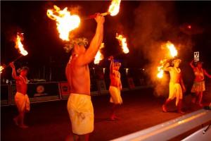 迫力あるファイヤーダンス (C)ユナイテッド・グアムマラソン
