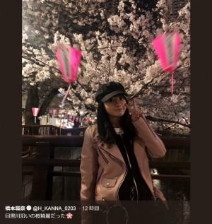 """【エンタがビタミン♪】橋本環奈""""めがね×帽子""""で夜桜を楽しむ姿に ファン「可愛くて桜が目に入らない」"""