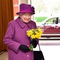 【イタすぎるセレブ達】エリザベス女王、92歳で決意 公道での乗用車運転を控えることに