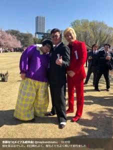 小沢仁志とスリーショットも(画像は『安藤なつ(メイプル超合金) 2019年4月13日付Twitter「桜を見る会でした。」』のスクリーンショット)