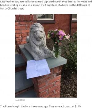 【海外発!Breaking News】盗んだライオン像を、花束と手紙を添えて返却した律儀な泥棒(米)<動画あり>