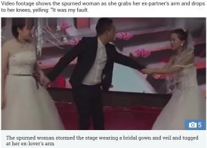 【海外発!Breaking News】誓いのキス直前、新郎の元恋人がウエディングドレスで結婚式に乱入(中国)<動画あり>