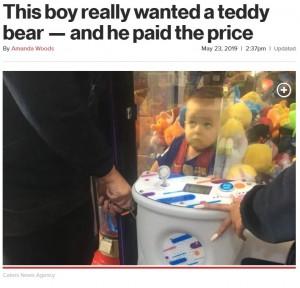 【海外発!Breaking News】クレーンゲームのテディベアが欲しかった3歳児、その行動に母親唖然(英)