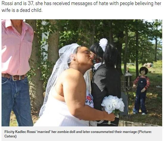 ゾンビ人形と永遠の愛を誓う女性(画像は『Metro 2019年4月10日付「Woman who consummated marriage to zombie doll says people think it's a dead child」(Picture: Caters)』のスクリーンショット)