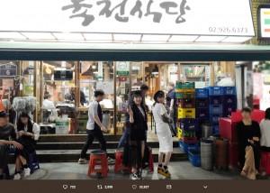 韓国でグルメスポットを巡る田島芽瑠と指原莉乃(画像は『指原莉乃 2019年5月12日付Twitter「2連休をいただいて…弾丸で遊びに行ってました!」』のスクリーンショット)