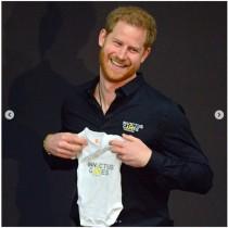 """【イタすぎるセレブ達】ヘンリー王子がオランダ訪問 """"パパ初公務""""は終始笑顔で"""