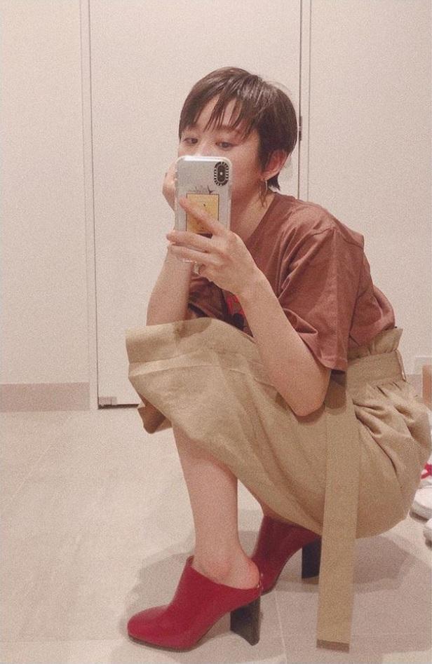 同じ日の高橋愛の自撮り(画像は『高橋愛 Ai Takahashi 2019年5月28日付Instagram「#今日のたかはし」』のスクリーンショット)