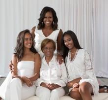 【イタすぎるセレブ達】ミシェル・オバマ元大統領夫人、母娘3世代の家族写真公開 母に感謝の言葉も