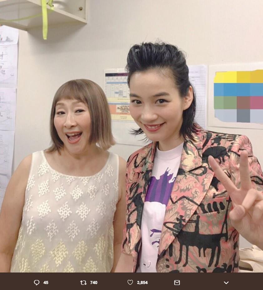 矢野顕子とのん(画像は『のん official 2019年5月4日付Twitter「矢野顕子さんと「わたしはベイベー」歌いました!」』のスクリーンショット)
