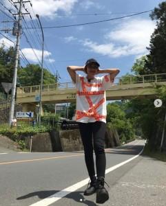 スリムな体型を維持しているRIKACO(画像は『RIKACO 2019年5月23日付Instagram「今日は埼玉 秩父 ヒルナンデス のツアー旅楽しい1日になりそうです」』のスクリーンショット)
