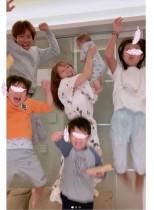"""【エンタがビタミン♪】辻希美""""元号またぎ""""のカウントダウン 「令和元年になりましたぁ 家族でジャンプ!」"""