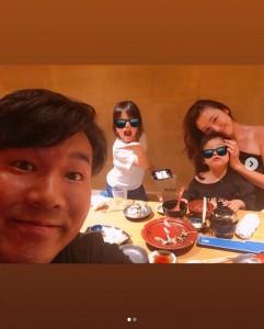 「こーゆー時間に、娘たちの学校のことなどを話し合います」と木下優樹菜(画像は『yuuukiiinaaa 2019年5月14日付Instagram「でかいんだよなー おじさんwww」』のスクリーンショット)