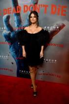 【イタすぎるセレブ達】セレーナ・ゴメス、胸元大胆なセクシードレスでレッドカーペット登場