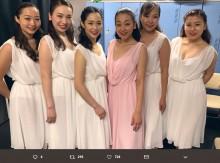 浅田真央『サンクスツアー』新潟公演で仲間たちと記念写真、昨年の初回が思い出される