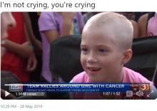 【海外発!Breaking News】がんと闘う7歳少女のため、親友ら一緒に丸刈りに「君はひとりじゃないよ」(米)<動画あり>