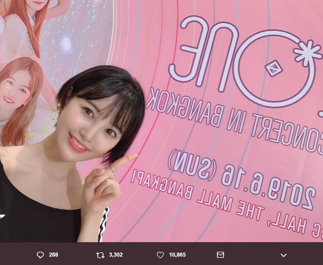 IZ*ONEのバンコク公演を観覧した兒玉遥(画像は『兒玉遥 2019年6月18日付Twitter「実は!!バンコクでIZ*ONEのコンサートを観ました」』のスクリーンショット)