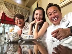 【エンタがビタミン♪】水原希子『モヤさま』ロケで弾ける笑顔 さまぁ~ずとの3ショット公開