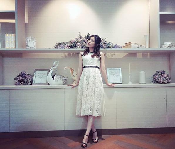 白いワンピースを着た松井珠理奈(画像は『松井珠理奈 2019年6月9日付Instagram「白ワンピ好き」』のスクリーンショット)