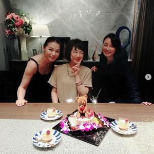 用意されたケーキに堀ちえみも笑顔(画像は『megumiwatanabe 2019年6月21日付Instagram「ちえみちゃんの、快気祝いランチしました」』のスクリーンショット)