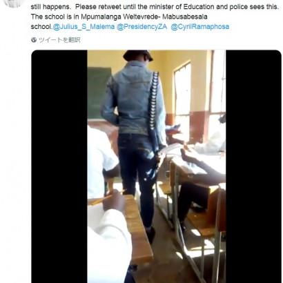 【海外発!Breaking News】生徒の試験中、銃を手に監視する教師 南アフリカの高校で<動画あり>