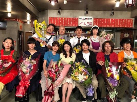 「上海飯店」でキャストたち(画像は『火ドラ「わたし、定時で帰ります。」【TBS公式】 2019年6月25日付Instagram「3か月間、応援ありがとうございました!!」』のスクリーンショット)