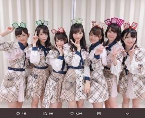 AKB48チーム8が出身県のカチューシャをつけて名産品を紹介(画像は『小栗有以 2019年6月18日付Twitter「うたコンに出演させて頂きました」』のスクリーンショット)