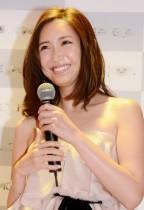 【エンタがビタミン♪】紗栄子、大きな開脚にお腹チラ見せ「腹筋がイケメン!」と反響