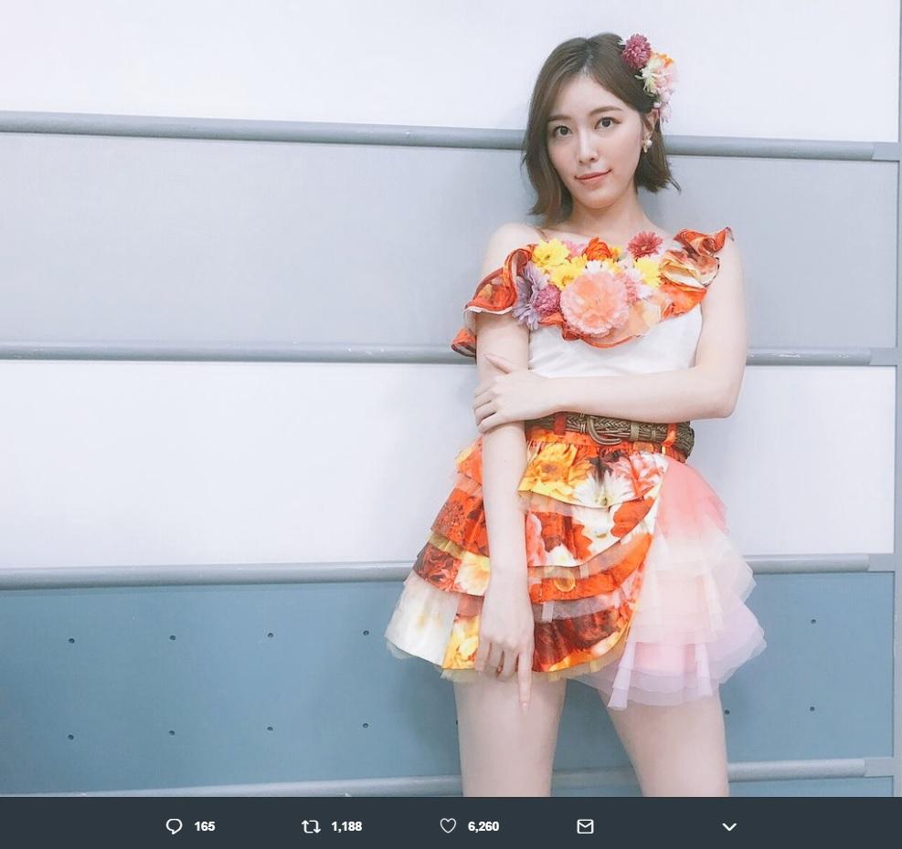 松井珠理奈『音楽の日2019』で披露した『フライングゲット』の衣装(画像は『松井珠理奈(ハリウッドJURINA) 2019年7月14日付Twitter「#音楽の日 フライングゲットの衣装は、実は、大好きなにゃんにゃんとまりちゃんの衣装でした」』のスクリーンショット)