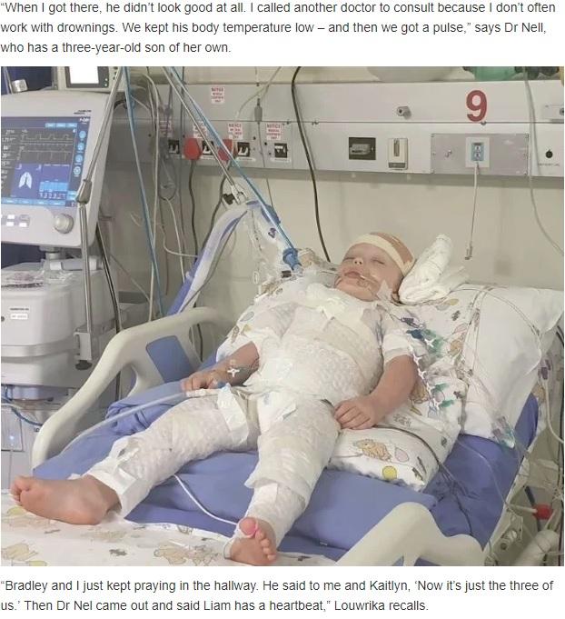病院で人工的な昏睡状態に置かれていたリアム君(画像は『Health24 2019年7月16日付「3-year-old Gauteng toddler's miraculous recovery after heart stops for 20 minutes」』のスクリーンショット)
