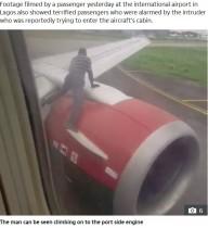 【海外発!Breaking News】タキシング中の飛行機に近づき、翼に飛び乗った男が逮捕(ナイジェリア)<動画あり>