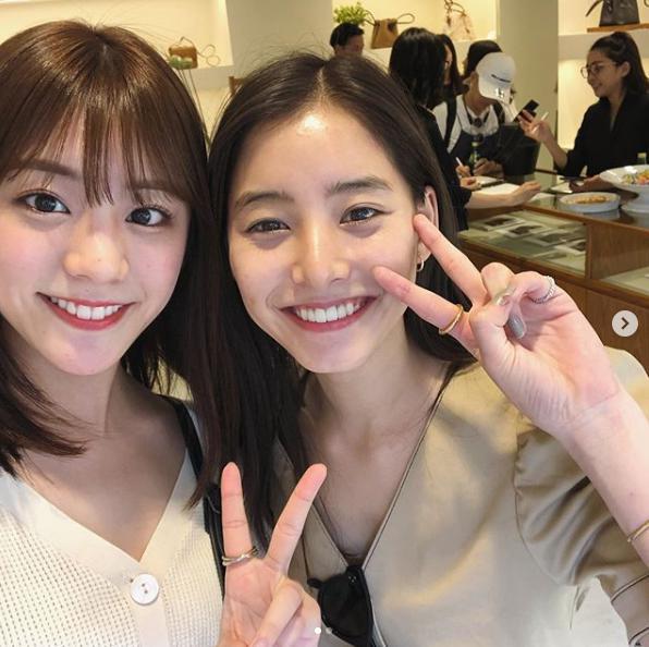 貴島明日香と新木優子(画像は『新木優子 2019年6月6日付Instagram「今日展示会に行ったら貴島明日香ちゃんにばったり」』のスクリーンショット)