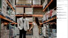 【海外発!Breaking News】出会った「コストコ」で結婚記念写真を撮影したカップル(ハワイ)