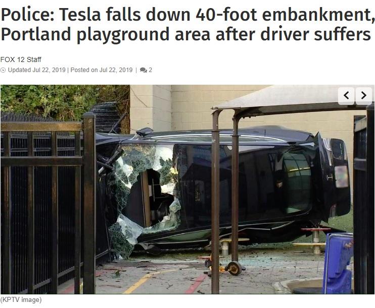 フロントガラスに大きな穴が開いたテスラ車(画像は『FOX 12 Oregon 2019年7月22日付「Police: Tesla falls down 40-foot embankment, crashes in SW Portland playground area after driver suffers medical event」(KPTV image)』のスクリーンショット)