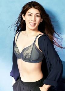下着モデルの吉田沙保里が「綺麗」と評判
