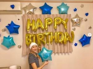 誕生日を祝福される池江璃花子(画像は『Rikako Ikee 2019年7月4日付Instagram「7月4日 19歳になりました!」』のスクリーンショット)