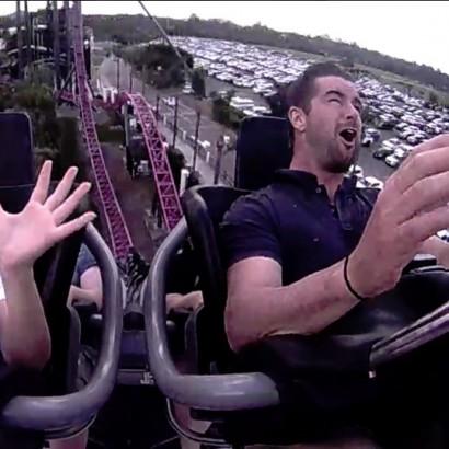 【海外発!Breaking News】ジェットコースターに乗っていた女性の顔に鳥が直撃(豪)<動画あり>