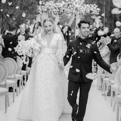 【イタすぎるセレブ達】ジョー・ジョナス&ソフィー・ターナーがウェディングフォト公開 美しい花嫁姿に絶賛の声