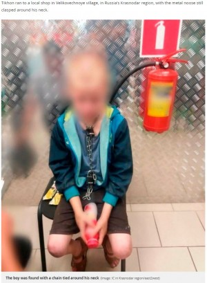 【海外発!Breaking News】南京錠付きの鎖を首にかけたまま、父親の虐待から逃げてきた10歳少年(露)