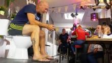 【海外発!Breaking News】「トイレにどれだけ長く座っていられるか」ベルギーの男性がギネス記録に挑戦<動画あり>
