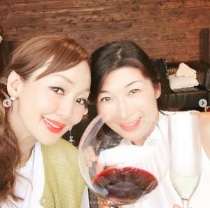 友人・青山祐子さんとBBQを満喫した神田うの(画像は『Uno Kanda 2019年7月16日付Instagram「大好きな祐子ちゃん 谷君ご夫妻」』のスクリーンショット)