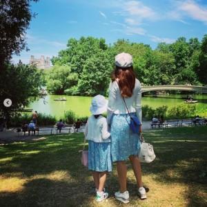 セントラルパークでの神田うのと娘(画像は『Uno Kanda 2019年6月30日付Instagram「New York for the first time for my daughter!!」』のスクリーンショット)