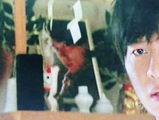 神棚に山崎育三郎の写真が!(画像は『山崎 育三郎 Ikusaburo Yamazaki 2019年7月1日付Instagram「ドラマ『あなたの番です』にいたよって友人からラインがきた。」』のスクリーンショット)